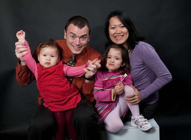 Gia đình hạnh phúc của Thu Phương và Alexis. Ảnh chụp năm 2010.