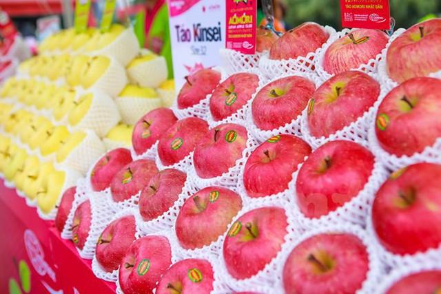 Các trái táo Nhật Bản được bày biện bắt mắt tại một siêu thị ở Hà Nội. Ảnh: I.T