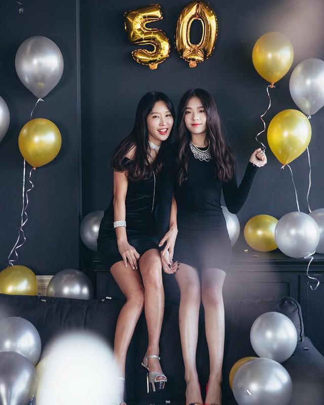 Lee Soo Jin và con gái trong bữa tiệc mừng sinh nhật khi bước sang tuổi 50. (Ảnh: Instagram)