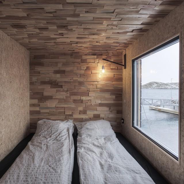 Fordypningsrommet gồm 9 cabin riêng biệt với các mục đích sử dụng khác nhau nhưng điểm chung là có hướng nhìn tuyệt đẹp ra biển. Trong đó có 4 cabin làm phòng nghỉ (khu nghỉ dưỡng có sức chứa tối đa 12 khách), một cabin nấu ăn, một cabin xông hơi và một cabin làm phòng tắm.