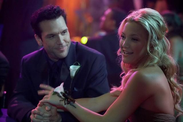 """Kate Hudson & Dane Cook trong My Best Friend's Girl (2008): Đã có thời Kate Hudson là """"nữ hoàng"""" của dòng phim hài hước - lãng mạn, và chuyện cô phải thực hiện những cảnh hôn nhau là rất thường xuyên. Song, một bạn diễn của Hudson là Dane Cook lại không lấy gì làm thích thú khi tham gia dự án My Best Friend's Girl. Theo tài tử, đó là nụ hôn màn ảnh tệ nhất bởi """"miệng cô ấy toàn mùi hành tây""""."""