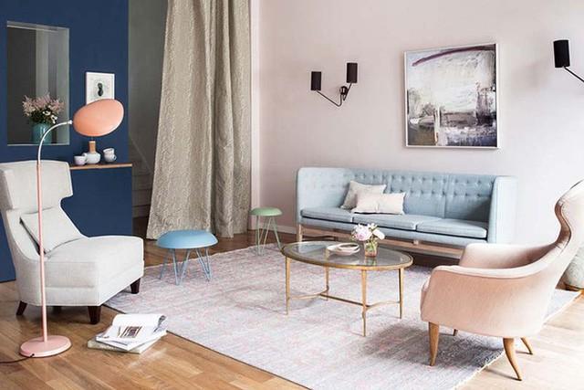 Những bức tường sơn màu pastel làm cho không gian căn phòng bừng sáng, tràn đầy sức sống.