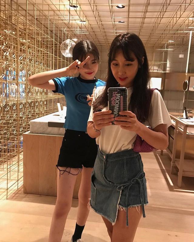 Nếu ai không biết thì sẽ hiểu lầm Lee Soo Jin và con gái là hai chị em. (Ảnh: Instagram)
