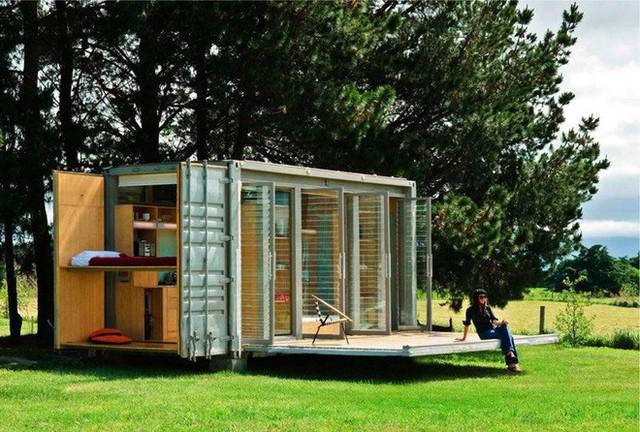 Nhà có đầy đủ tiện nghi, điện nước như một ngôi nhà thông thường. Với đặc thù là container nên những căn nhà nghỉ này có thể vận chuyển tới các địa điểm khác dễ dàng.