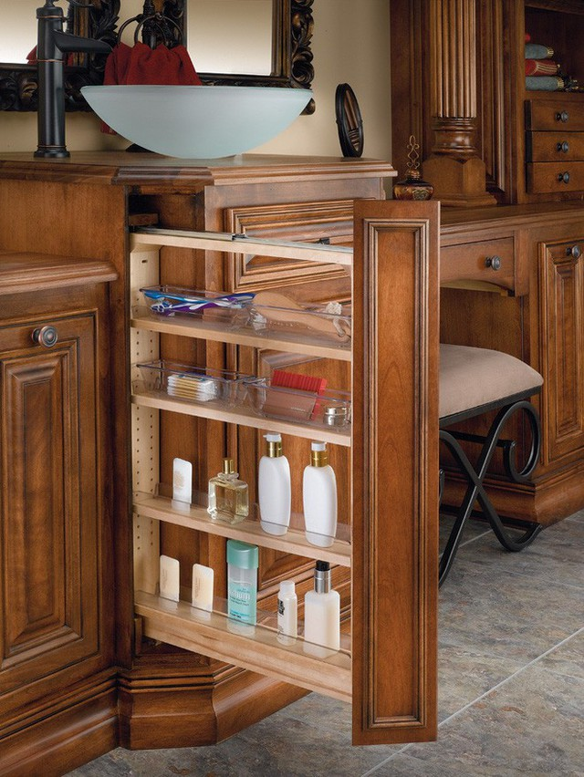 Bất kể không gian nhỏ như thế nào, thì ít nhất những chiếc tủ kéo này cũng có thể giúp bạn lưu trữ được những món đồ nhỏ như dầu gội, sữa tắm, bông tăm, nước hoa…