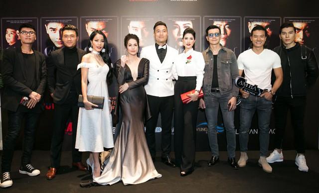 Bảo Trúc (váy trắng), Trang Trần, Hiếu Nguyễn , Ngọc Tình.... cùng đến ủng hộ cho dàn diễn viên Nhật Kim Anh, Xuân Phúc, Quang Hoà.