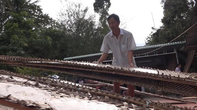 Những ngày giáp Tết, đến làng bánh tráng Thuận Hưng thì đâu đâu cũng thấy những hàng vỉ bánh tráng đang phơi để chuẩn bị tung ra thị trường