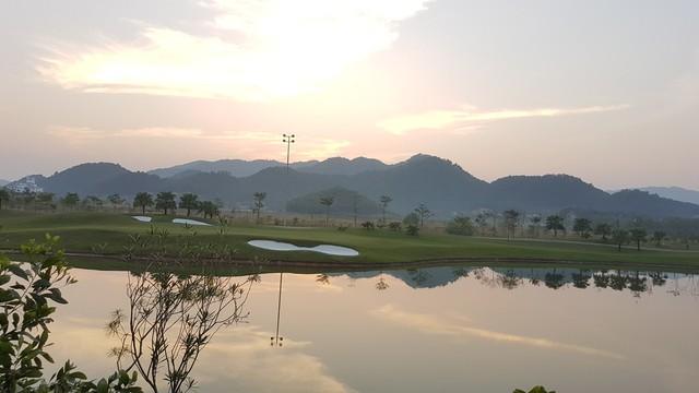 Không chỉ bị tố gây ô nhiễm môi trường, nhiều nghi vấn về việc sân golf Legend Hill tự ý đổi quy hoạch 18 lỗ đơn thành 18 lỗ kép.