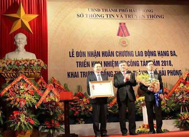 Sở Thông tin & Truyền thông TP. Hải Phòng đón nhận Huân chương lao động hạng ba. Ảnh: TL