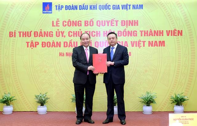 Thủ tướng Nguyễn Xuân Phúc trao quyết định bổ nhiệm ông Trần Sỹ Thanh, Ủy viên Trung ương Đảng, Phó Trưởng ban Ban Kinh tế Trung ương giữ chức Chủ tịch Hội đồng Thành viên (HĐTV) Tập đoàn Dầu khí Quốc gia Việt Nam (PVN).