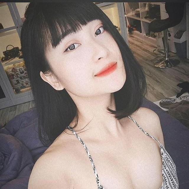 Nhiều người ngỡ ngàng khi phát hiện bạn gái tiền vệ Huy Hùng xinh đẹp, nóng bỏng không thua kém bất cứ hotgirl nào và đang là diễn viên tự do.