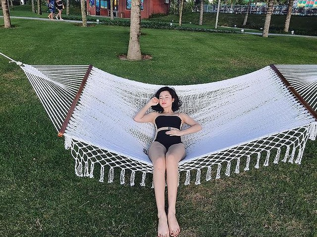 Thuỳ Dương sinh năm 1995. Cô đã tốt nghiệp Đại học Sân khấu Điện ảnh Hà Nội.