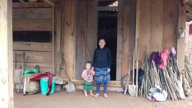 Vợ và con gái út của Sùng A Khua đang ở bản Hồ Hài.