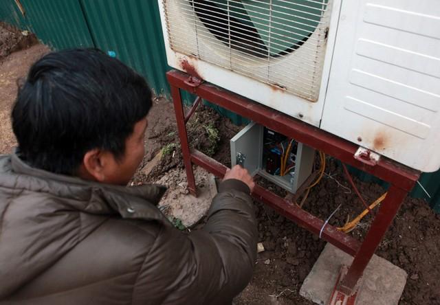 Anh chia sẻ, việc lắp điều hòa trong nhà tôn cách nhiệt sẽ dễ dàng điều tiết được tốc độ sinh trưởng của cây.