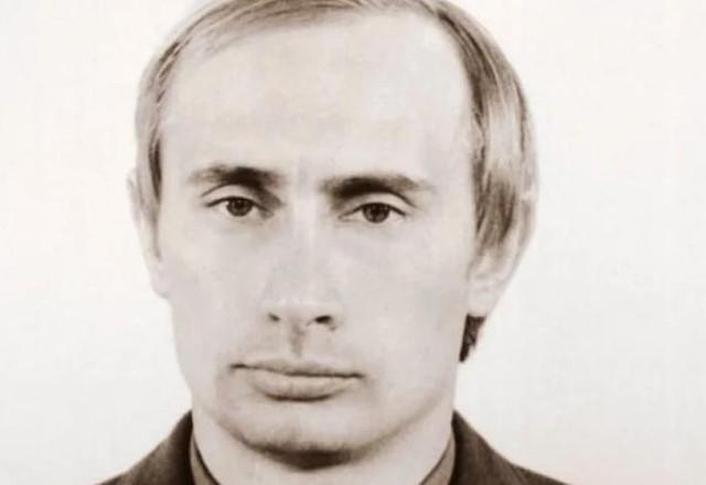 Ông Vladimir Putin khi còn là sĩ quan KGB vào năm 1980. Ảnh: SCMP.
