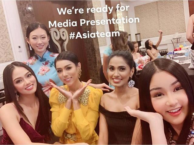 Ngân Anh khoe ảnh chụp cùng các thí sinh châu Á. Ảnh: FBNV.
