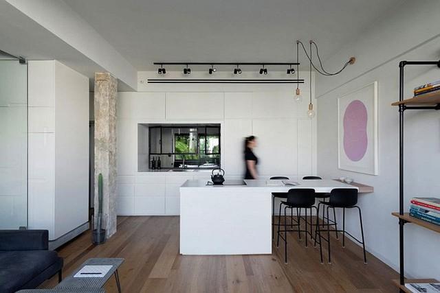 Nhà bếp và phòng ăn nhỏ bé hài hòa.