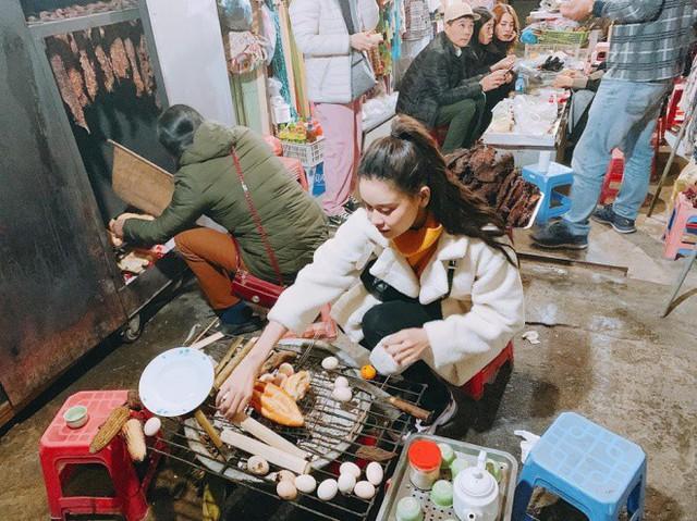 Trong khi đó, Trương Quỳnh Anh cũng chia sẻ về chuyến đi: Cô gái bán buôn tranh thủ kiếm thêm trước tết,