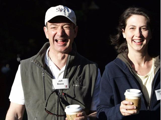 MacKenzie Bezos luôn là một người vợ, người bạn đồng hành đáng tin cậy của chồng.