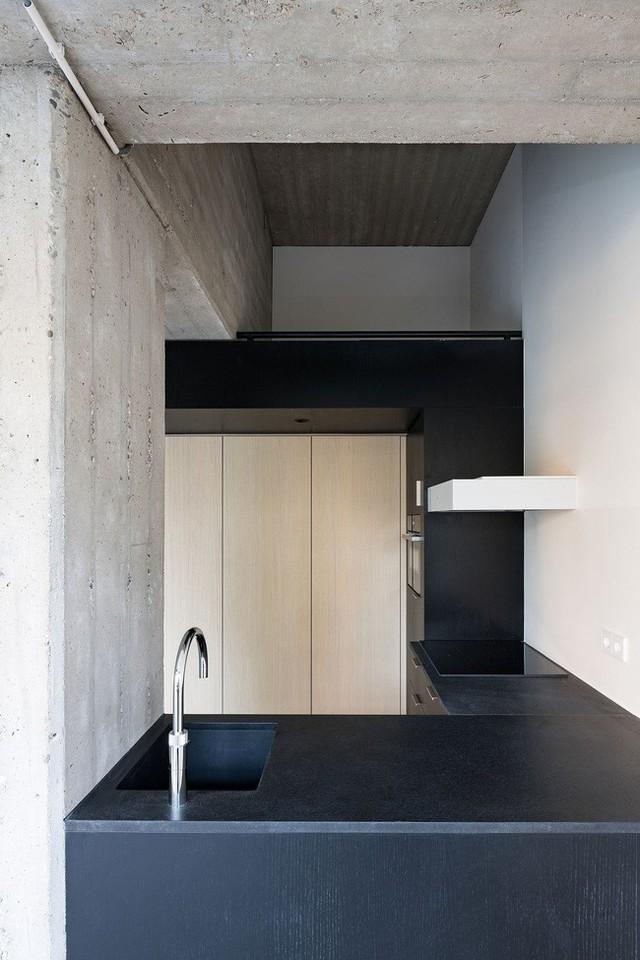 Sắc đen với chất liệu bê tông trong nhà bếp.