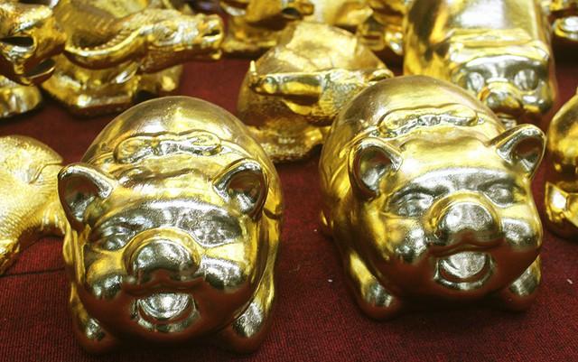 Dòng heo sứ mạ vàng có giá từ 2-3 triệu đồng mỗi con