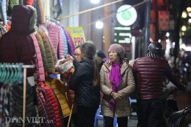 Các mặt hàng quần áo mùa đông được nhiều người quan tâm hơn cả.