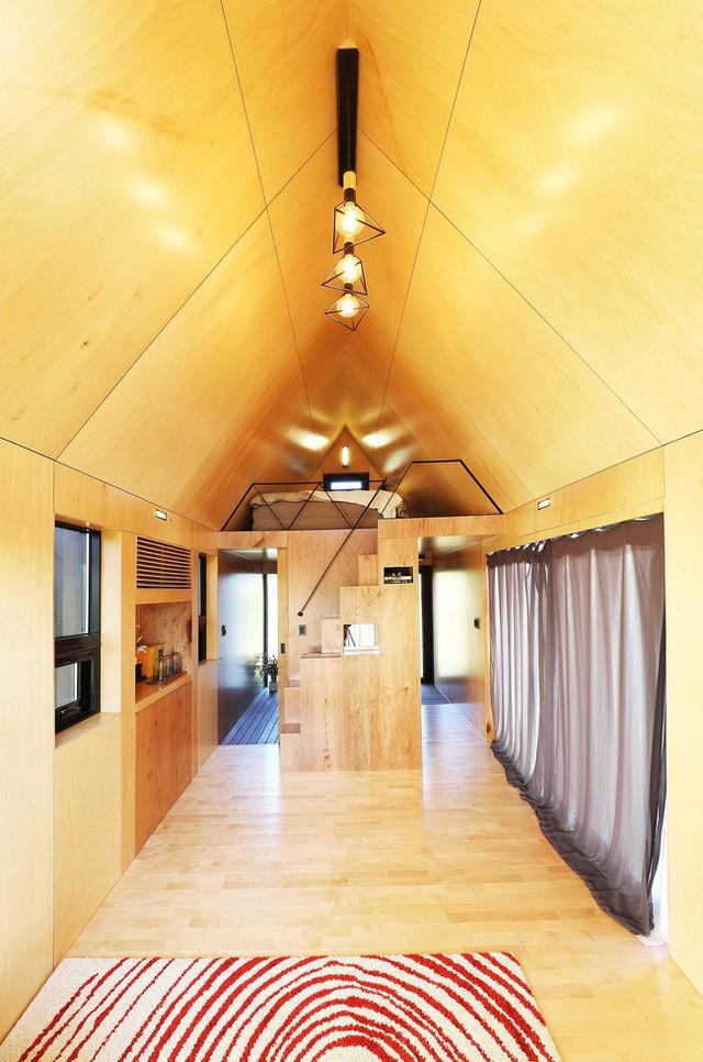 Chiếu sáng nội thất cabin gỗ nhỏ thật phong cách.