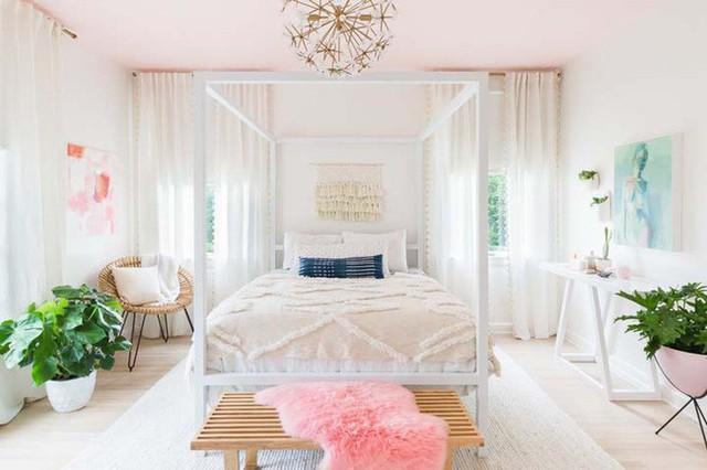 Căn phòng ngủ mộng mơ chẳng thua phòng công chúa dành cho chủ nhân căn hộ.