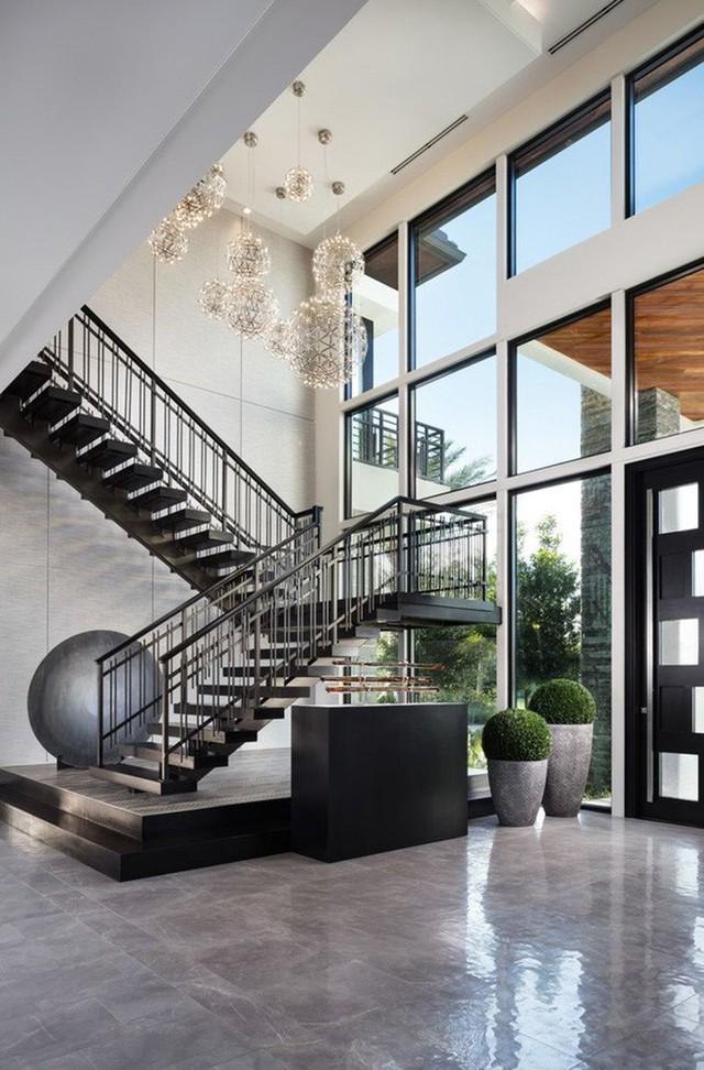 Ngôi nhà này lựa chọn cách gây ấn tượng bằng hệ thống đèn thả trang trí đầy nghệ thuật khiến bạn phải xuýt xoa.