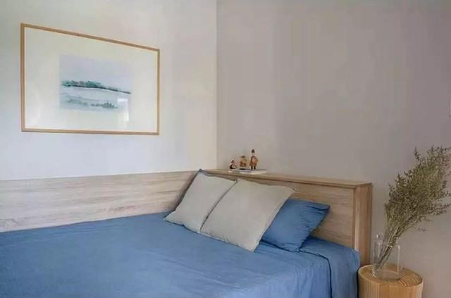 Chiếc giường đơn cho khách là giải pháp hữu dụng vì kích thước nhỏ của căn phòng.
