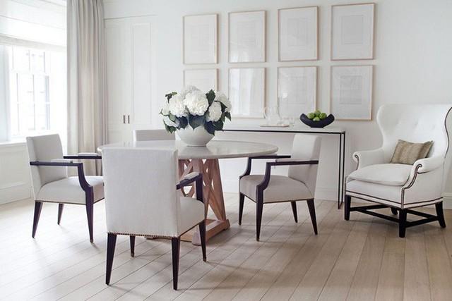 Bộ bàn ăn tròn đơn giản mang đến bạn những giây phút ấm cúng bên người thân và bạn bè.