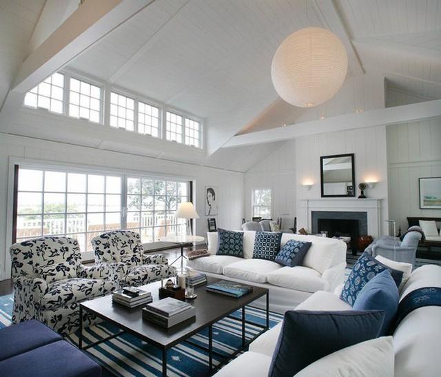 Những căn phòng khách theo phong cách thanh lịch rất thích hợp với kiểu đèn thả lấy cảm hứng từ đèn lồng như thế này.