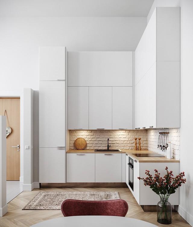 Tủ bếp hình chữ L kết hợp màu gỗ sồi làm điểm nhấn.