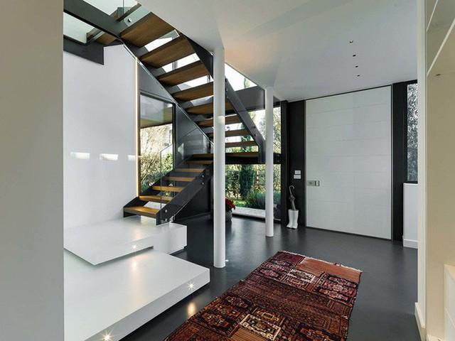Những chiếc thảm trải sàn họa tiết dẫn lối vào nhà cũng là một ý tưởng hữu ích mà bất kỳ gia đình nào cũng có thể áp dụng ngay được.
