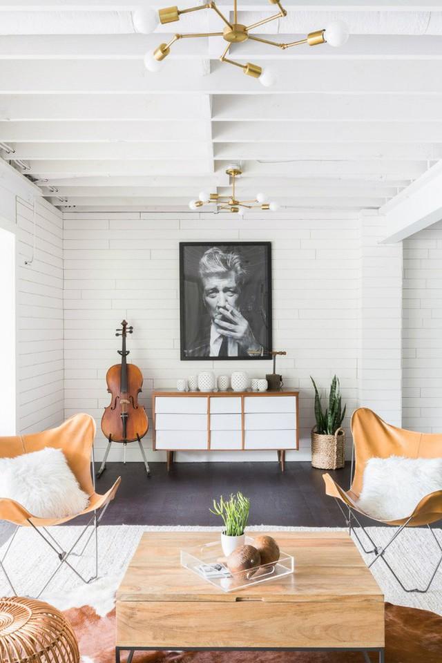 Bên cạnh hồng pastel, bạn có thể dễ dàng nhận ra sự kết hợp giữa sắc trắng và nâu gỗ tự nhiên để mang đến sự cấm cúng trong căn hộ.