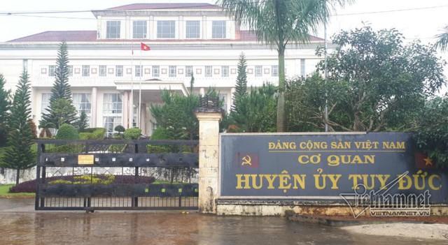Lái xe tông chết người khi không có bằng lái, ông Trần Văn Thiết bị kỷ luật cách hết chức vụ trong Đảng