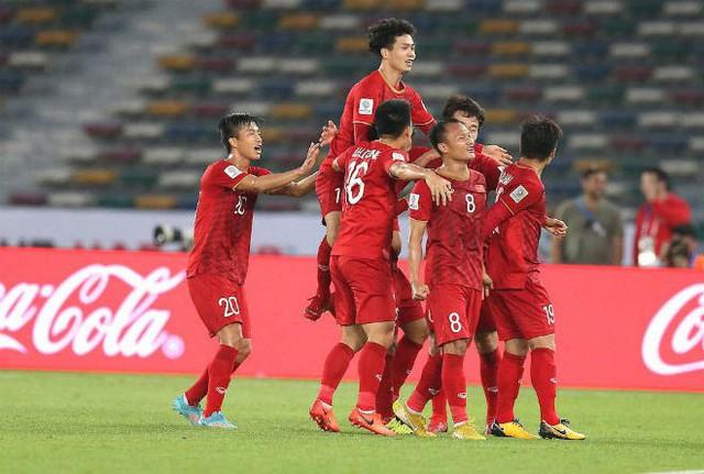 Niềm vui của tuyển thủ Việt Nam sau khi ghi bàn thắng trong trận gặp Iraq. Ảnh: TL