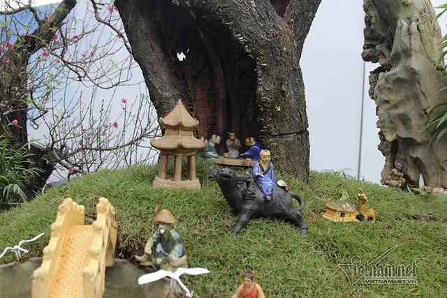 Tiểu cảnh làng quê Việt Nam được trang trí dưới gốc