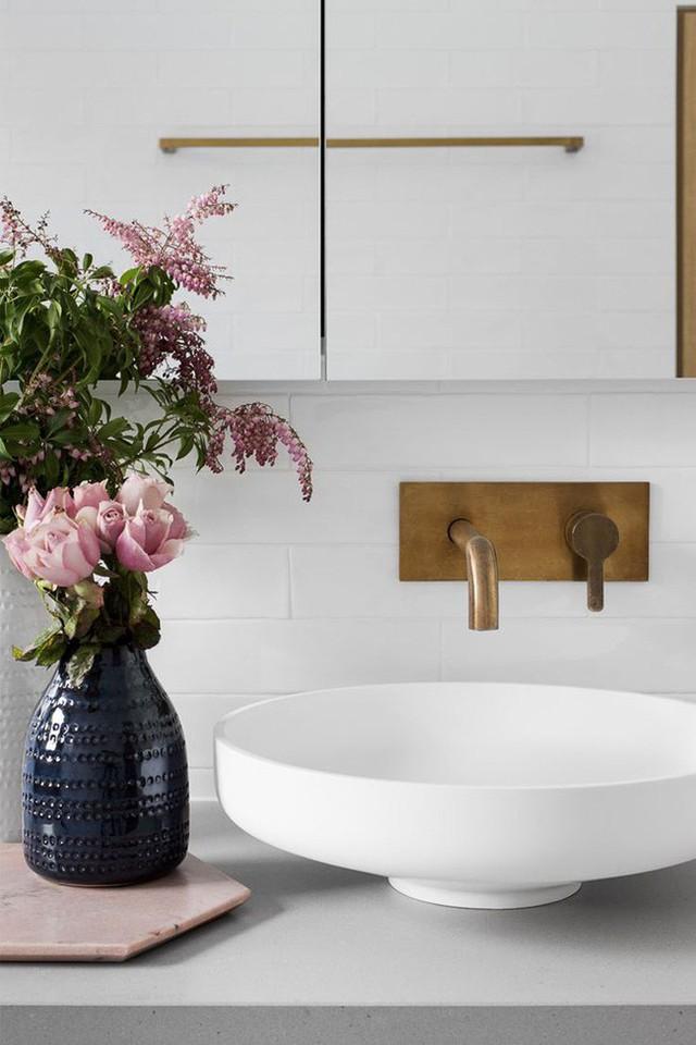 Sức cuốn hút của căn phòng tắm sẽ tăng lên khi chúng sở hữu những món đồ độc đáo và ở đây mẫu vòi nước lạ mắt này là một ví dụ để bạn tham khảo.