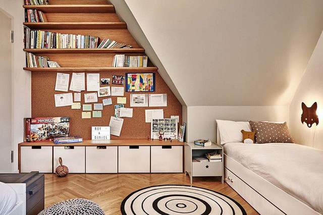 Thiết kế thông minh vừa tạo ra được cho trẻ một khu vui chơi, khu lưu trữ đồ đồng thời lại là một giá sách với kích thước cực lớn.