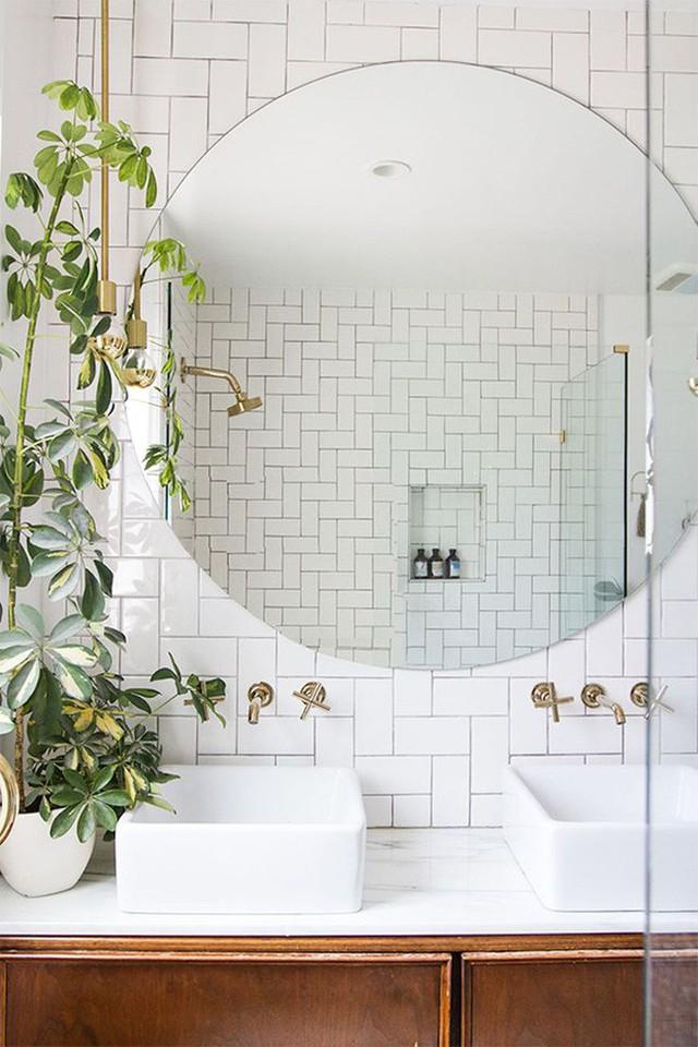 Sẽ thật tuyệt khi bạn lựa chọn cho căn phòng tắm nhà mình một chiếc gương cỡ lớn thế này.