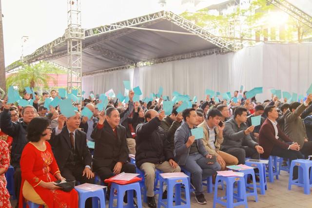 Chủ sở hữu biểu quyết thông qua các văn kiện, nội dung tại Hội nghị.