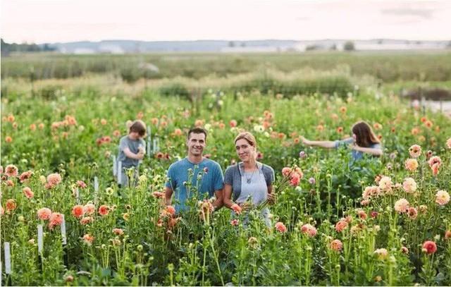 Cuộc sống của họ là chuỗi ngày hạnh phúc với ngập tràn tiếng cười cùng niềm đam mê bất tận với hoa lá.
