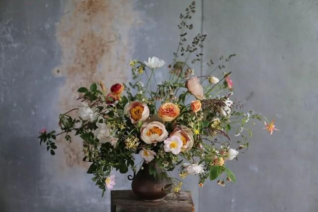 Vợ chồng cô còn có sở thích cắm hoa.