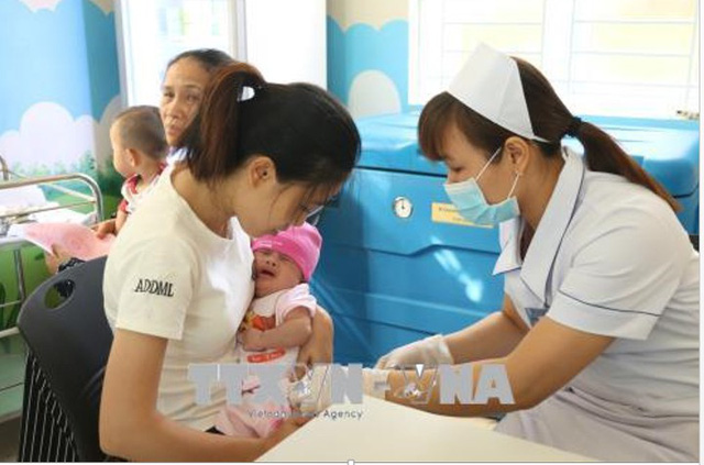 Hiện nay, vắc xin phòng bệnh bạch hầu, ho gà, uốn ván đủ để đáp ứng nhu cầu tiêm chủng của người dân.   Ảnh minh họa: Hoa Mai