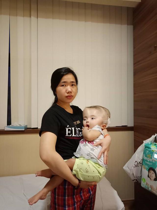 Chị Vũ Thu Hà và con gái nhỏ Hoài Thương.
