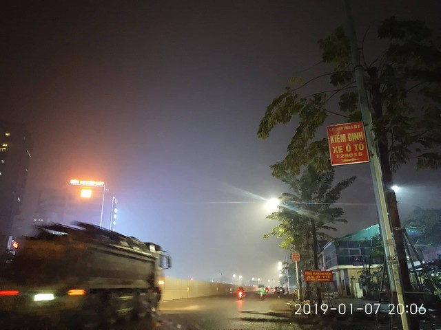 Tại khu vực Trung tâm Kiểm định xe ô tô trên đường Phạm Văn Đồng lúc 20h6 ngày 7/1.