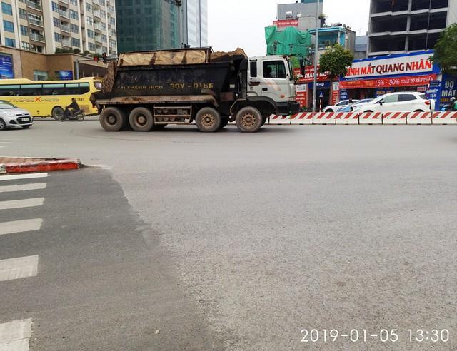 Chiếc xe chạy theo hướng Hồ Tùng Mậu, rẽ vào đường Lê Đức Thọ lúc 13h30.