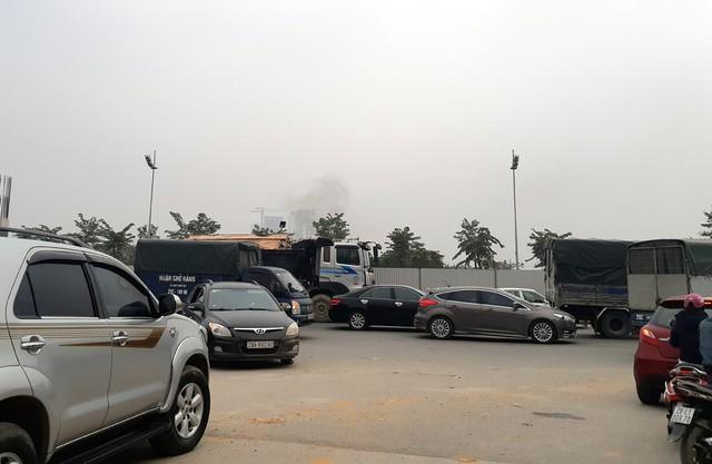 Tuy nhiên, đường Phạm Văn Đồng đang trong quá trình mở rộng khiến lòng di chuyển hạn chế nên các phương tiện xe trên được cho là một trong những nguyên nhân gây ùn tắc tại nhiều nút thắt cổ chai.