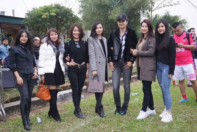 Đi cùng từ thiện đợt này còn có vận động viên, diễn viên quen thuộc như Kim Huệ, diễn viên Lương Giang, diễn viên Huyền Trang...